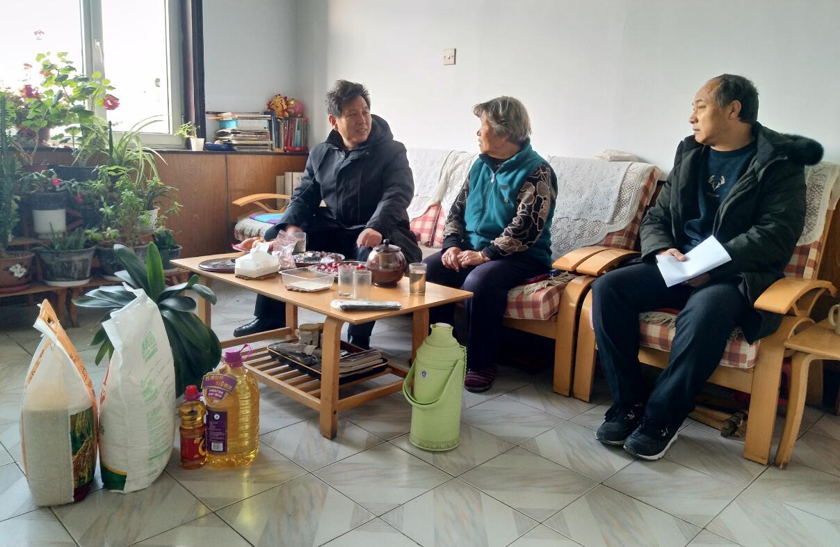 平泉分公司:春节走访慰问,情暖退休职工