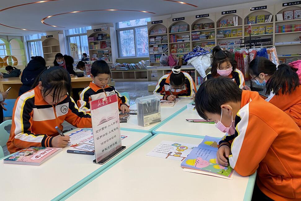 """承德县分公司举办""""爱阅读 爱书店""""小画家体验活动"""